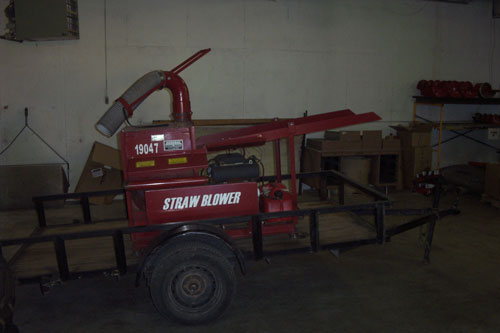 STRAW BLOWER WITH TRAILER